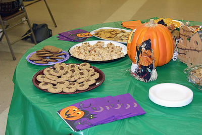 """Halloween"" was the theme of the delicious snacks provided for the October session.  Larger crowds have necessitated requesting additional volunteers to help with snacks."