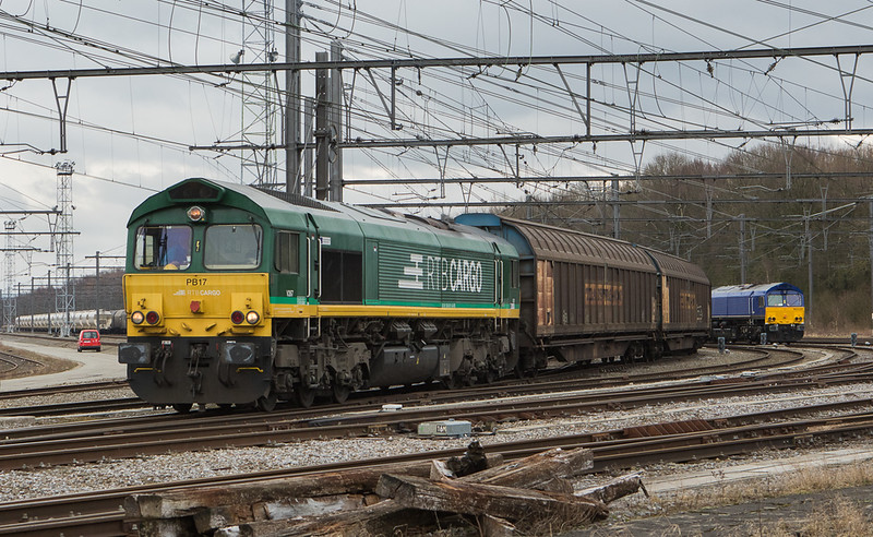 RTB/TSP PB17 has a mixed freight in tow as it passes HSL 653-03 leaving Montzen.