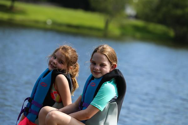 08 - Waterskiing