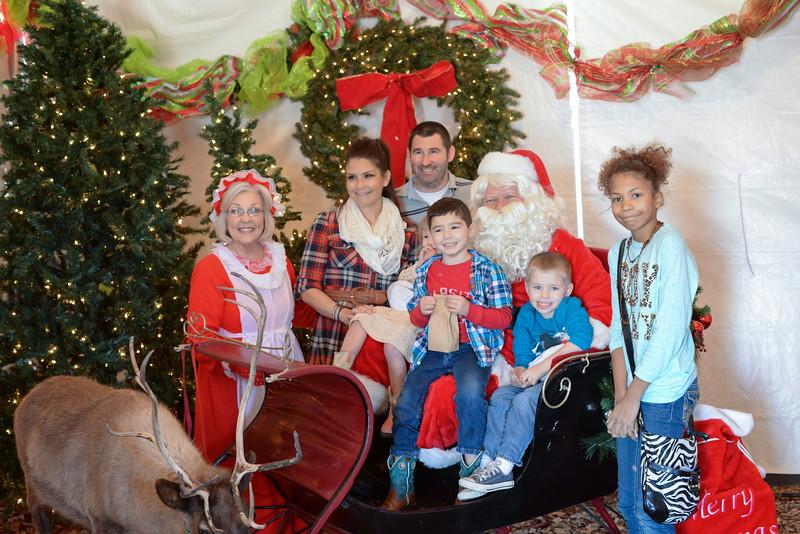 2014-12-24 Creekwood Christmas 004.jpg