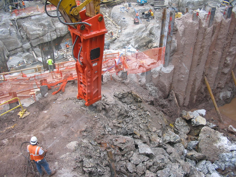 NPK GH50 hydraulic hammer on Testa excavator (71).JPG
