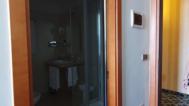 020 -  ROMA DOMUS HOTEL -STANDARD DUS ROOM.jpg