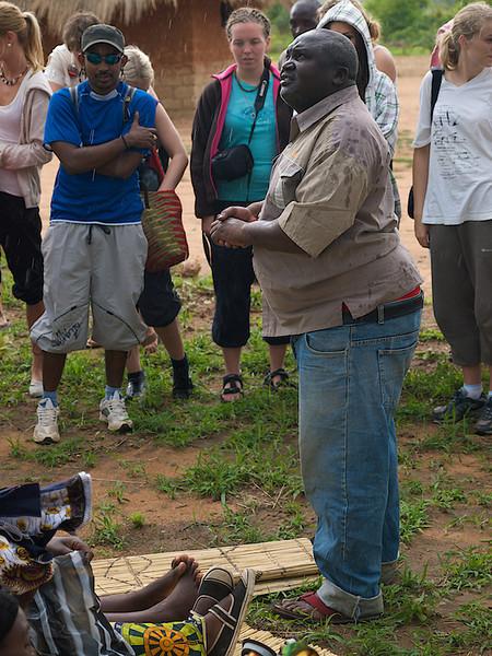 Weston is still talking, we are wise to listen. Makumba Village, Kalomo District, Zambia. (Foto: Geir)