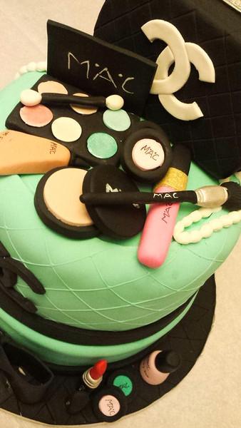 Mac Lovers Cake