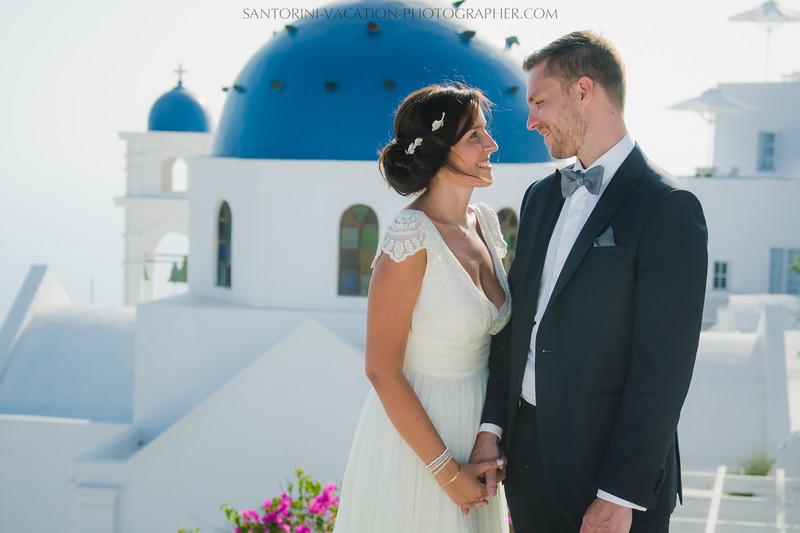 santorini-photographer-couples-photo-session-vacation-honeymoon-5.jpg