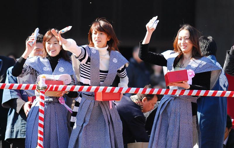 Throwing beans at Zojo-ji Temple