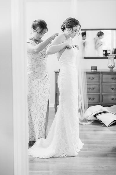 10_Ryan+Hannah_WeddingBW.jpg