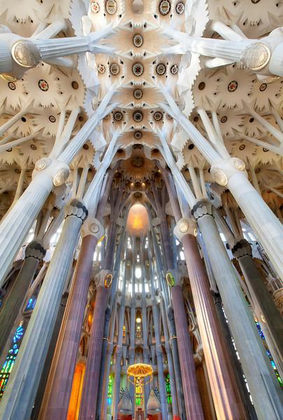 La-Sagrada-Familia-Interior.jpg