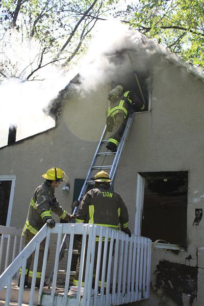 Zion Fire Dept Working Fire 011.jpg
