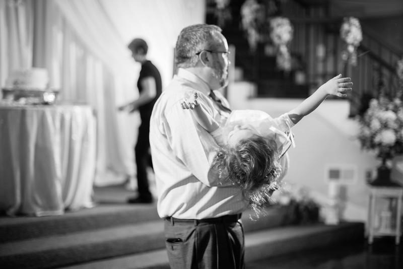 0995_Josh+Lindsey_WeddingBW.jpg