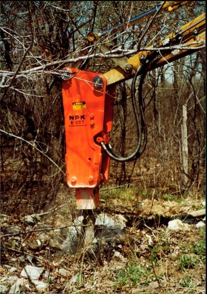 NPK E207 hydraulic hammer on Cat backhoe - one piece bracket at NPKCE 4-20-01 (10).JPG