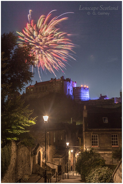 Fireworks over Edinburgh Castle from the Vennel (7)