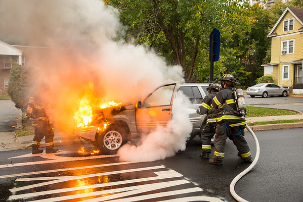 HACKENSACK NJ Working Car Fire, Central Ave & First St. 10-27-16