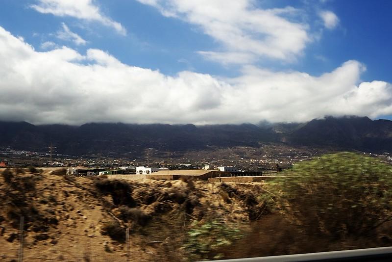 Pohled smětem ke kaldeře z dálnice u El Socorro
