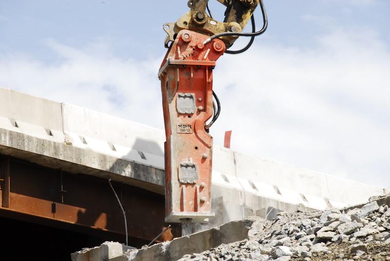 NPK GH12 hydraulic hammer on Cat excavator_bridge demolition (18).JPG