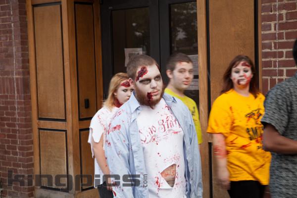 ZombieWalk2012131012082.jpg