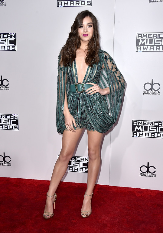 . Hailee Steinfeld arrives at the American Music Awards at the Microsoft Theater on Sunday, Nov. 20, 2016, in Los Angeles. (Photo by Jordan Strauss/Invision/AP)