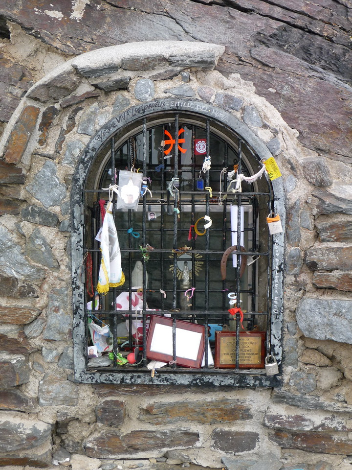 Tributes to friends on the summit of Pico Mulhacen including a memorial to 3 British hikers who lost their lives on the mountain in March 2006