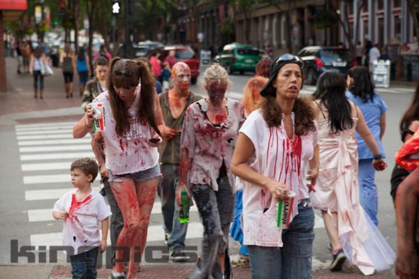 ZombieWalk2012131012175.jpg