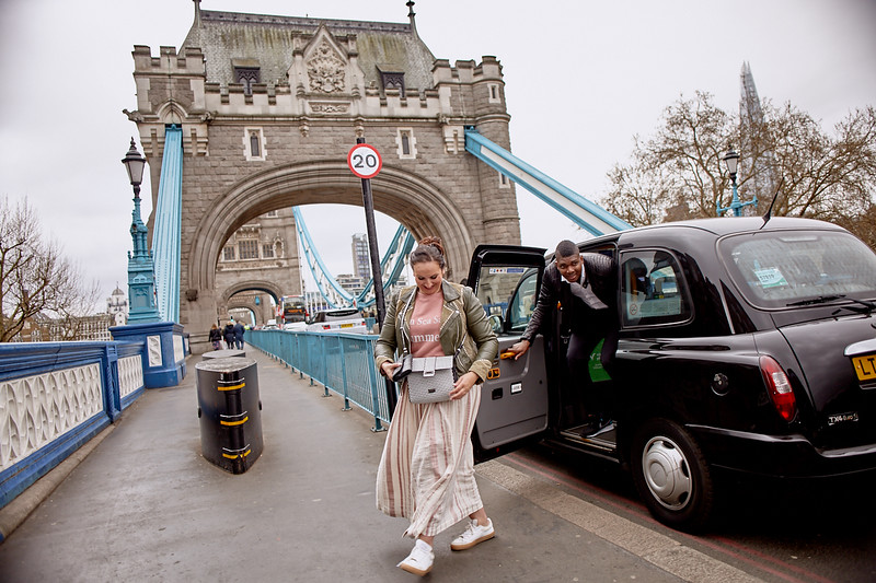 London-photo-shoot-westminster-buckingham-palace-Tower-bridge-black-cab-taxi 58.jpg