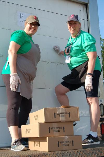 Sun-Wellesley-Volunteer-Food-Mother-Daughter-CK0101.jpg.jpg
