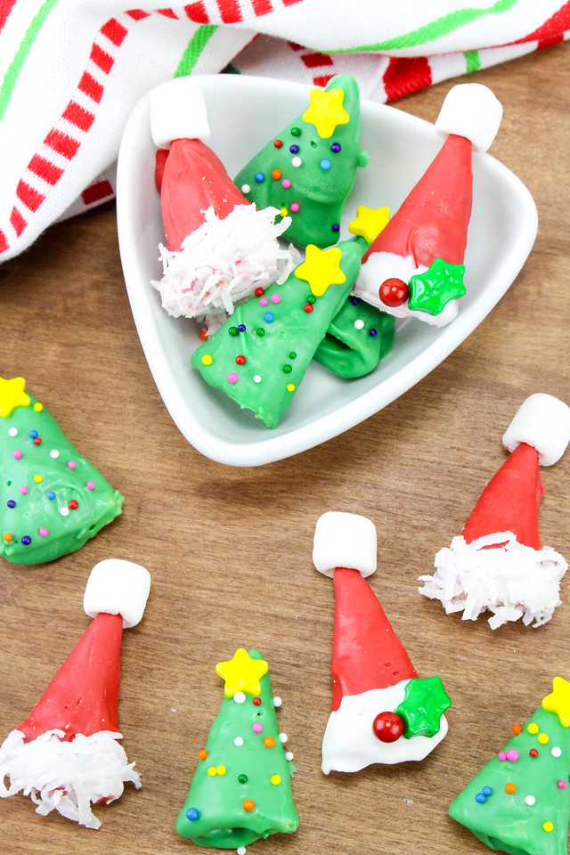 These Oh Christmas Tree & Santa Hat Bugle Treats are such a delight! Perfect for any last minute holiday parties, classroom parties or get togethers #recipe