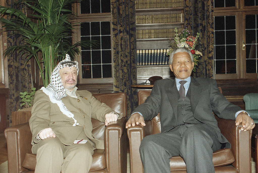 . PLO leader Yasser Arafat, left and ANC leader Nelson Mandela during a short meeting at the Dutch Prime Minister\'s residence in the Hague Friday, Feb. 18, 1994. (AP Photo/Albert Overbeek)