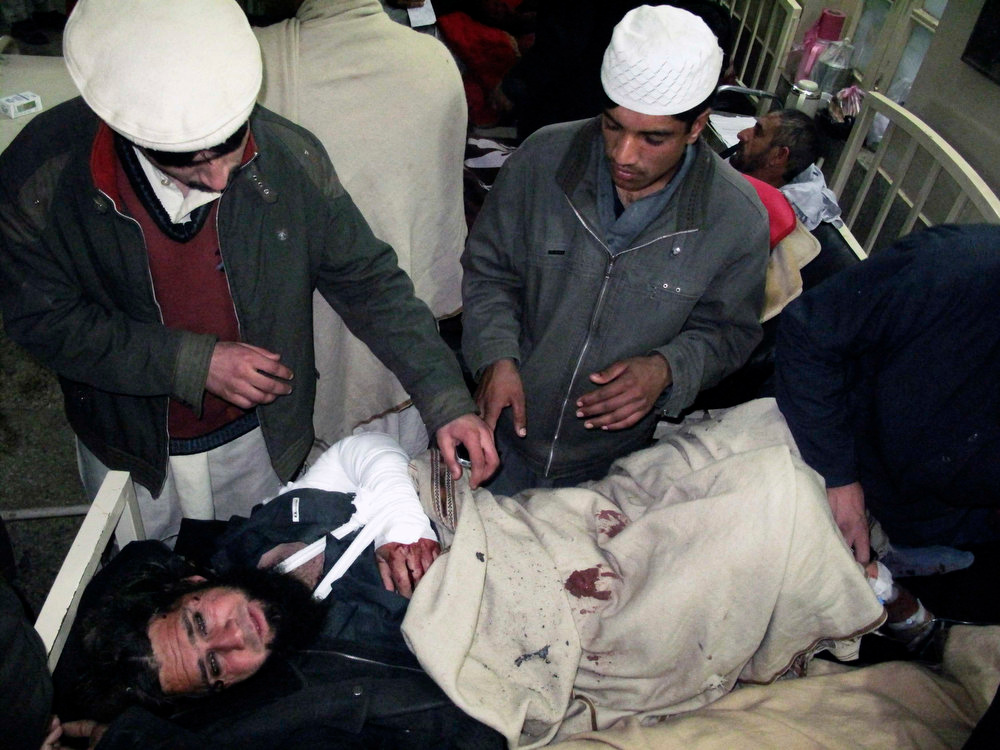 Description of . A man injured in a bomb explosion at Maki mosque receives treatment in Takhtaband, on the outskirts of Mingora, Swat Valley January 10, 2013. About 21 people were killed and more than 60 injured in a bombing where people had gathered to hear a religious leader speak in Mingora, the largest city in the northwestern province of Swat, police and officials at the Saidu Sharif hospital said.   REUTERS/Hazrat Ali Bacha