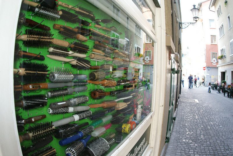 Those are hair brushes.  Zurich has a hair brush specialty shop.  Stands to reason, I didn't see any messy hair.