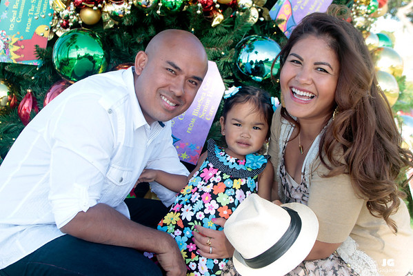 Sen & Dara Khiev Holiday Pictures