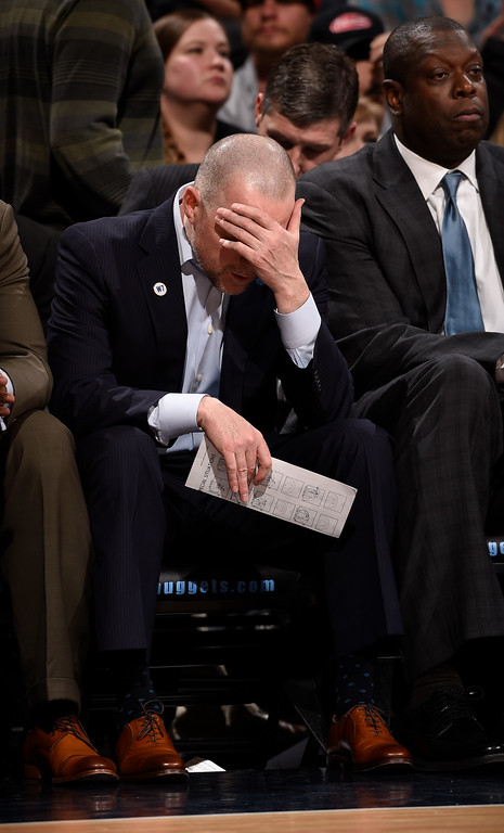 . DENVER, CO - FEBRUARY 29: Denver Nuggets head coach Michael Malone puts his head in his hand after a Memphis Grizzlies score during the fourth quarter February 29, 2016 at Pepsi Center. (Photo By John Leyba/The Denver Post)