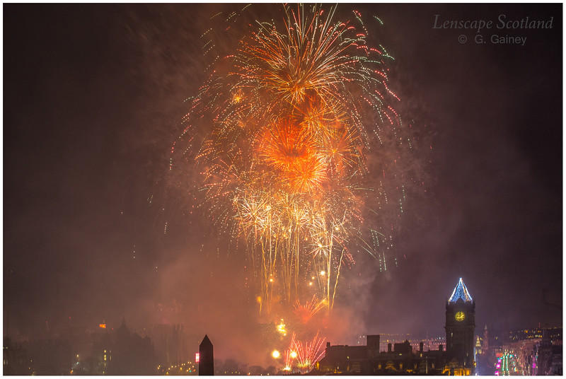 Fireworks over Edinburgh Castle from Calton Hill (13)