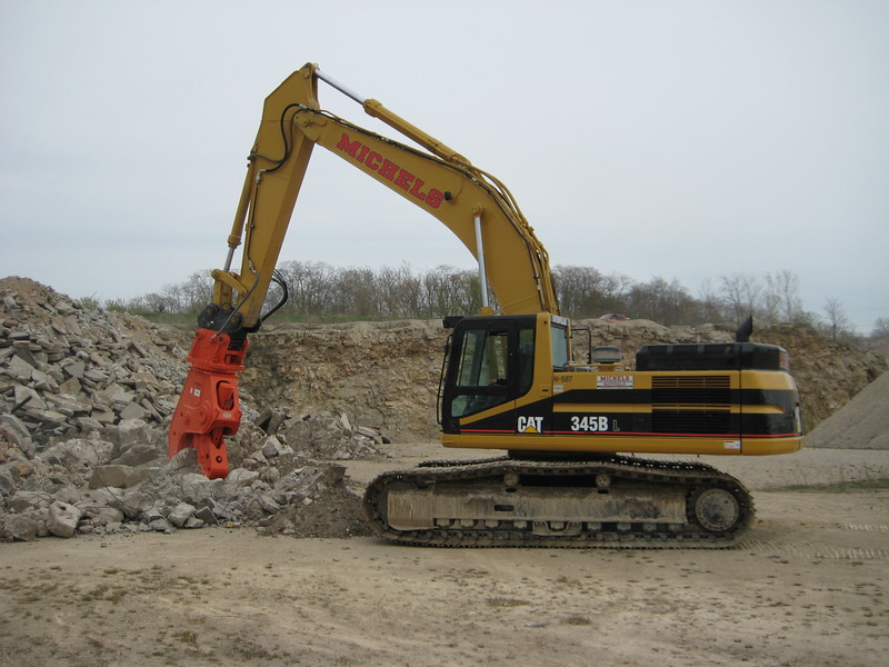 NPK U45JR concrete pulverizer on Cat excavator-crushing concrete (5).jpg