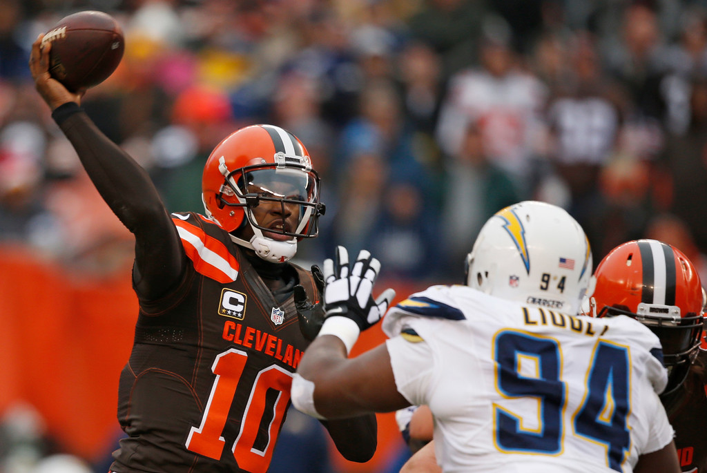 . Cleveland Browns quarterback Robert Griffin III (10) passes against the San Diego Chargers in the first half of an NFL football game, Saturday, Dec. 24, 2016, in Cleveland. (AP Photo/Ron Schwane)