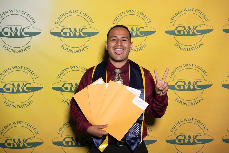 Scholarships-Awards-2019-0604.jpg