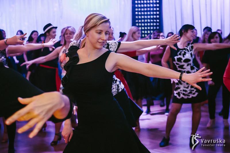 20191210-190320_0219-ladies-night-vavruska-charitas.jpg