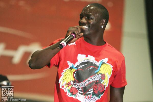 Akon performs at L.A. Dub Auto Show