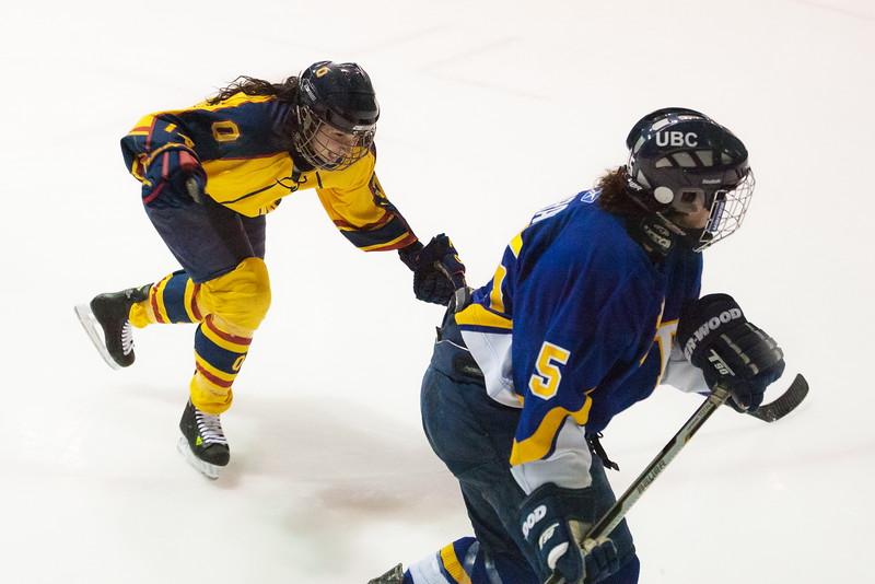 20130310 QWHockeyvsUBC 487.jpg