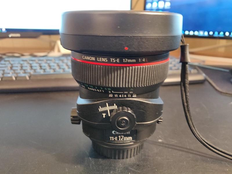 Canon TS-E 17mm 4L Tilt-Shift - Serial UZ0700 001.jpg