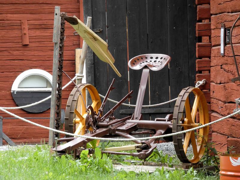 D5-Faringso Hembygdsgard farming mower.jpg