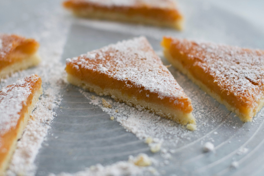 ". <a href=\""https://www.yahoo.com/news/paprika-puts-fresh-classic-lemon-bar-133635107.html?ref=gs\"">Get the recipe for paprika lemon bars</a>. (AP Photo/Matthew Mead)"