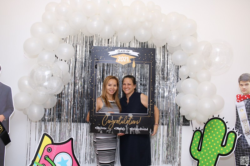 graduation-party-class-of-2021-instant-print-photo-booth-in-ho-chi-minh-Chup-hinh-in-anh-lay-lien-Tiec-Tot-Nghiep-2021-WefieBox-Photobooth-Vietnam-cho-thue-photo-booth-052.jpg