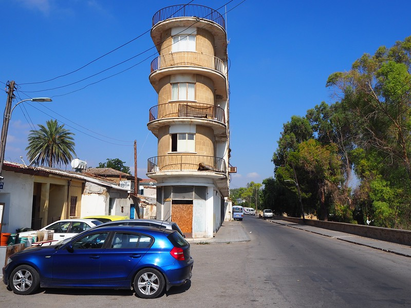 P8060034-skinny-building.jpg