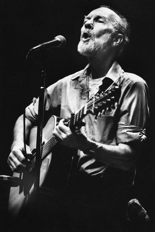 . Folk singer Pete Seeger sings in a one-man benefit concert in Berkeley, Calif., at the Berkeley Community Theater, Feb. 25, 1984. The sold-out concert was a benefit for the San Francisco Folk Music Center, the Woodie Guthrie Foundation and Seeger\'s folk music magazine, \'Sing Out.\' (AP Photo/Mark Costantini)