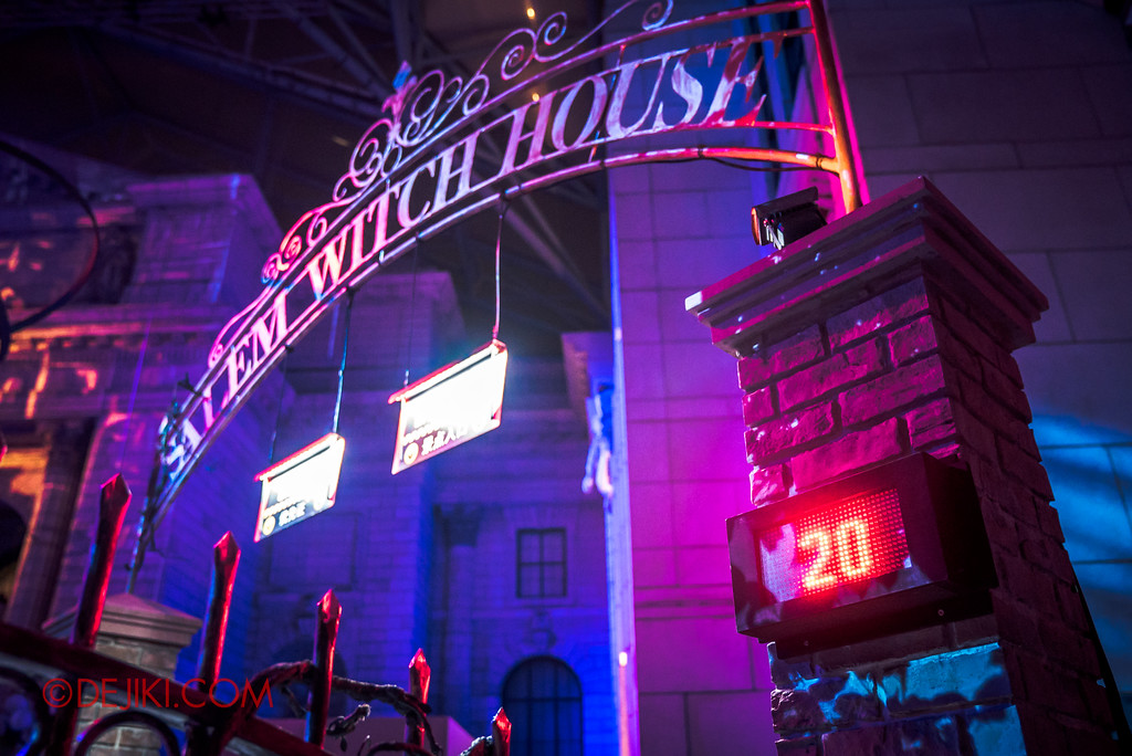 Halloween Horror Nights 6 - Salem Witch House / Gates