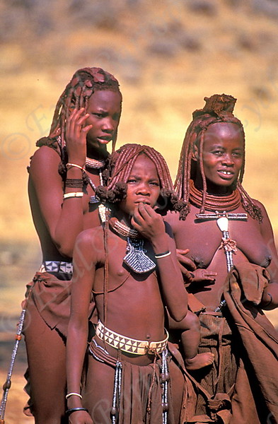 נערות הימבה.jpg