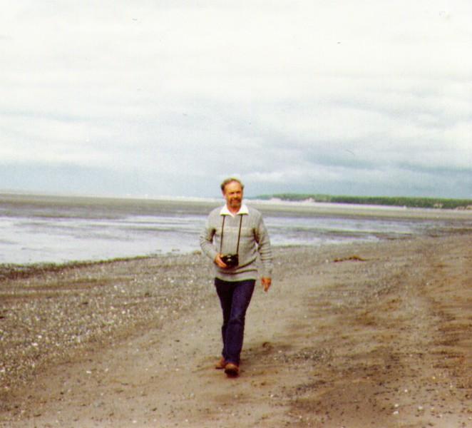 Wayne on beach of Captain Cook Inlet, July1980.jpg