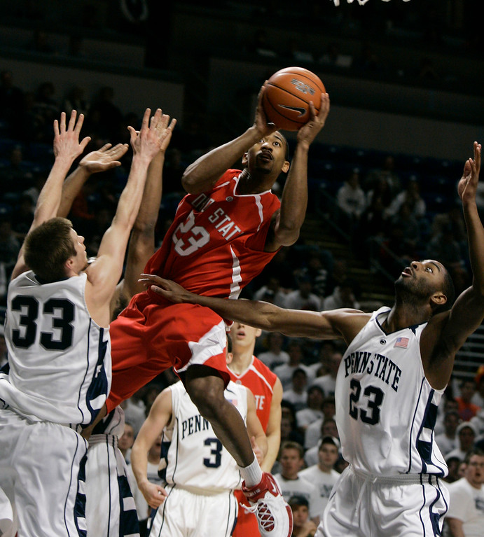 . Ohio State\'s David Lighty, center, goes to the basket through Penn State\'s Danny Morrissey, left, and Brandon Hassell, right, during the first half of their college basketball game in  State College, Pa., Wednesday, Feb. 14, 2007.  (AP Photo/Carolyn Kaster)