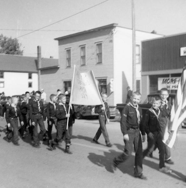 AR062.  Arthur Cub Scouts Pack 529 in parade – Arthur – 1963.jpg
