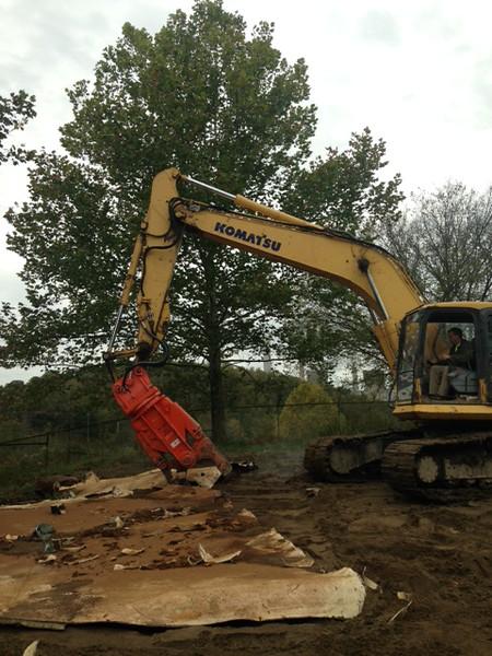 NPK M20K demolition shear on Komatsu excavator-steel cutting (7).JPG